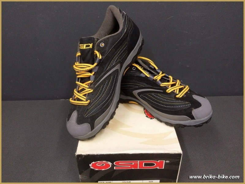 "Chaussures NOS ""SIDI BASIC"" Taille 44 (Ref 46)"