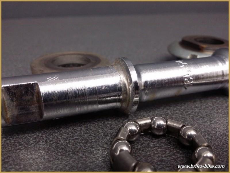 """Axe de pédalier """"RFG à clavettes"""" 135 mm Français (Ref 230)"""