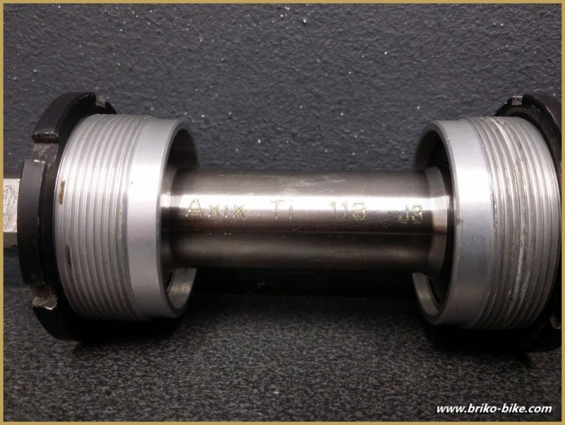 "Axe de pédalier ""SPECIALITE TA AXIX TITANE"" 114 mm BSC (Ref 235)"