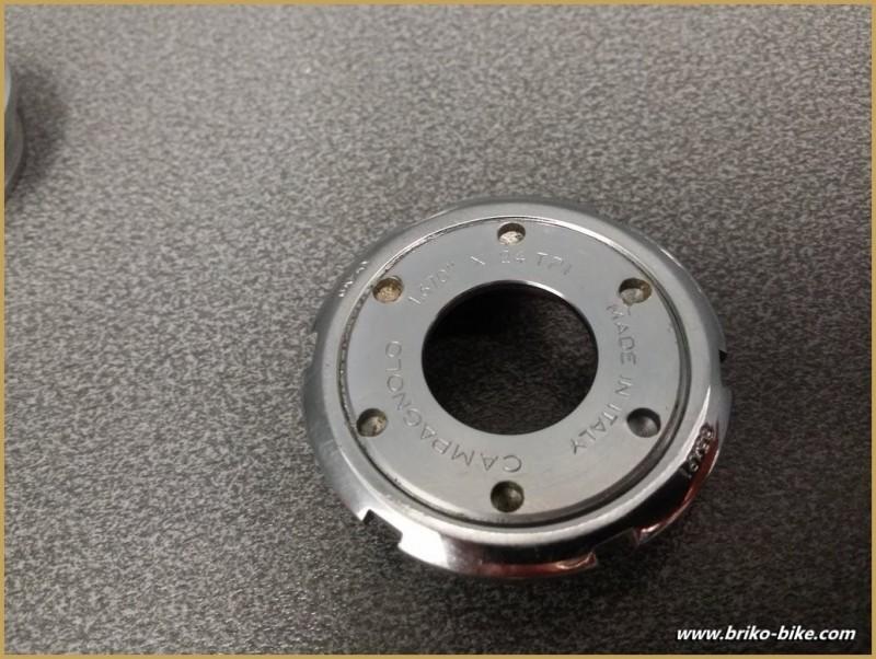 """Axe de pédalier """"CAMPAGNOLO CHORUS"""" 111 mm BSC (Ref 240)"""