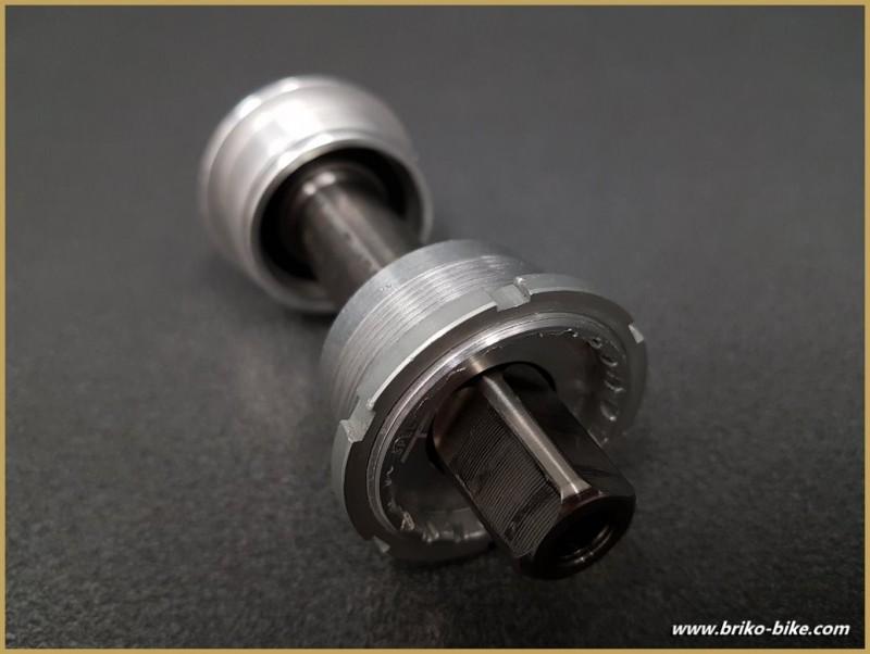 """Axe de pédalier """"SPECIALITE TA AXIX TITANE"""" 107 mm (Ref 255)"""