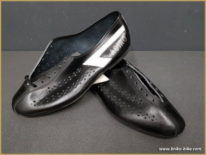 "Chaussures NOS ""AGIRO"" Taille 42 (Ref 70)"