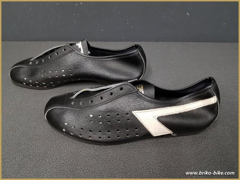 "Chaussures NOS ""AGIRO"" Taille 35 (Ref 72)"