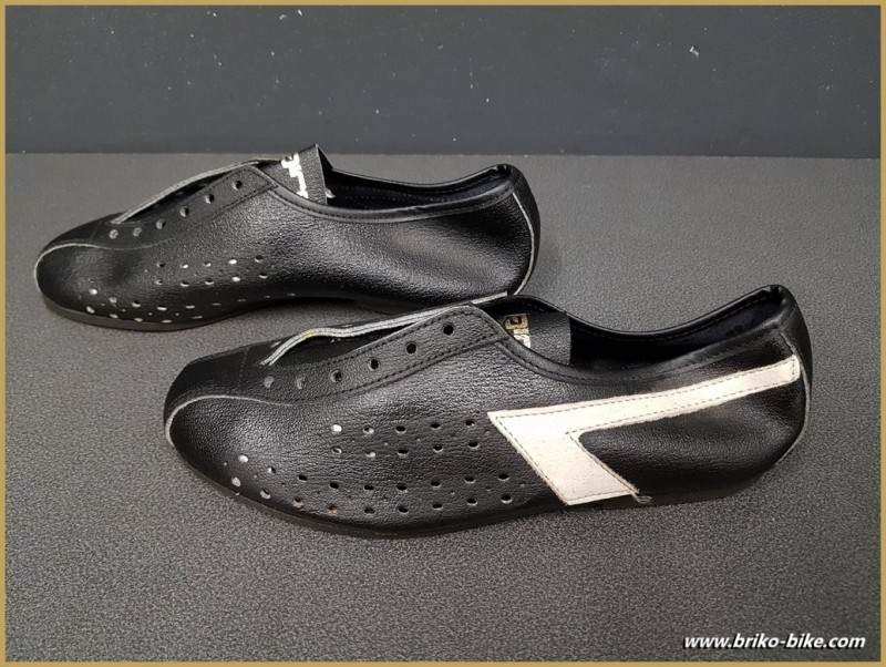 """Shoes OUR """"AGIRO"""" Size 35 (Ref 72)"""