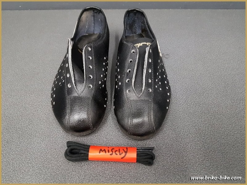 "Chaussures NOS ""AGIRO"" Taille 32 (Ref 73)"