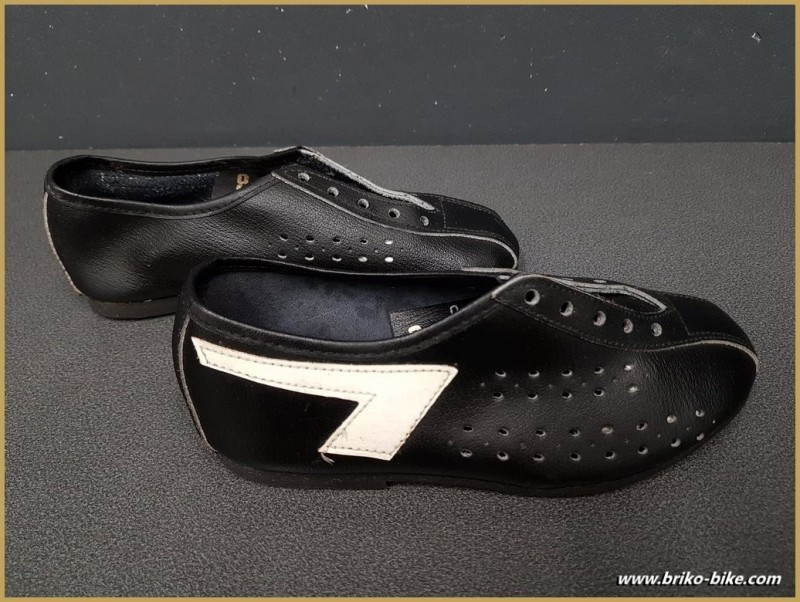 "Shoes OUR ""AGIRO"" Size 32 (Ref 73)"