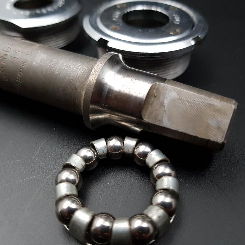 "Axe de pédalier ""STRONGLIGHT COMPETITION"" 118 mm 36 x 24 (Ref 298)"