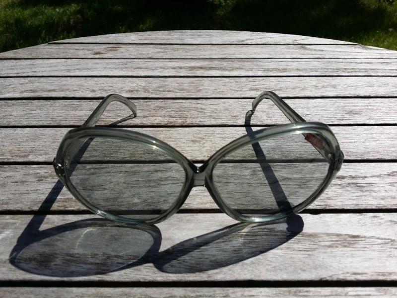 Mujer de gafas Vintage gris