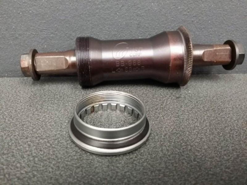 "Axe de pédalier NOS ""YST BB-966"" 122mm (Ref 117)"