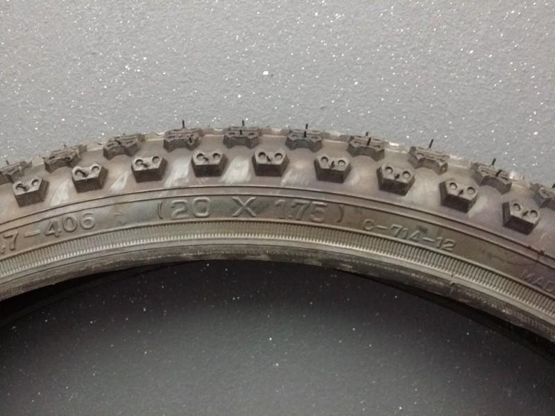 """Pneu BMX """"CST 20 x 1.75"""""""