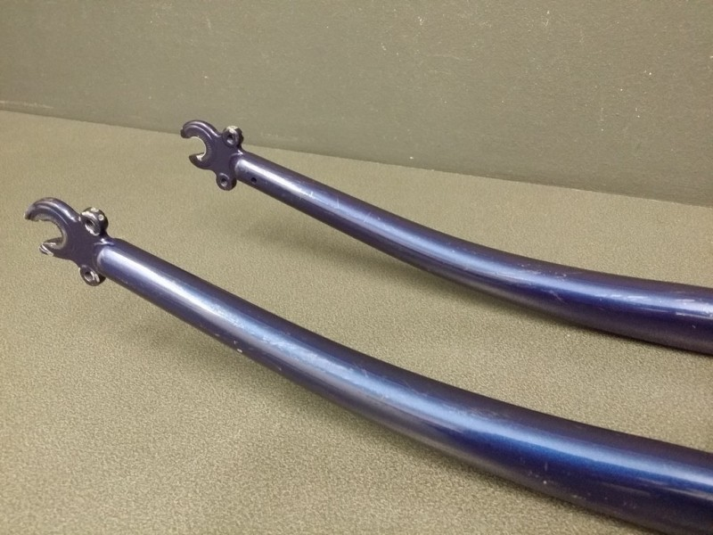 Fourche 700 cantilever acier bleu marine (Ref 10)