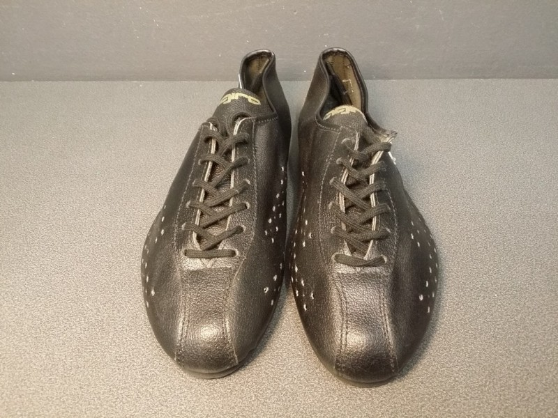 """Schuhe UNSERE """"AGIRO schwarz/weiß"""" Größe 39 (Ref 07)"""