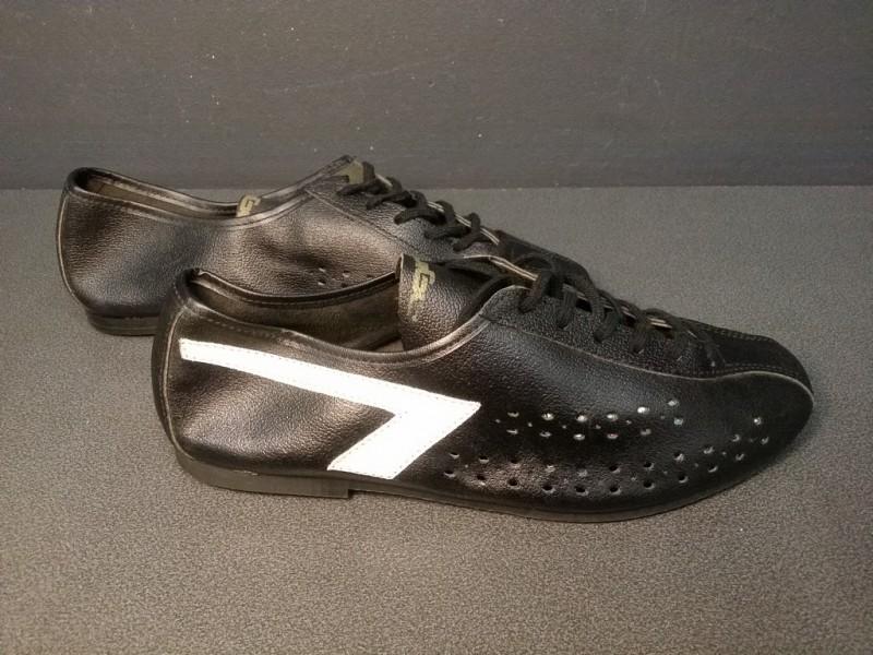 """Chaussures NOS """"AGIRO noir/blanc"""" Taille 39 (Ref 07)"""