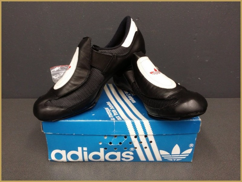 "Chaussures NOS "" ADIDAS"" Taille 40 2/3  (Ref 32)"