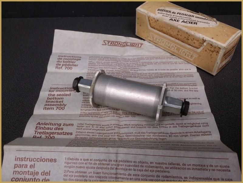 """Axe de pédalier NOS """"STRONGLIGHT 700A"""" 118mm ITALIEN (Ref 204)"""